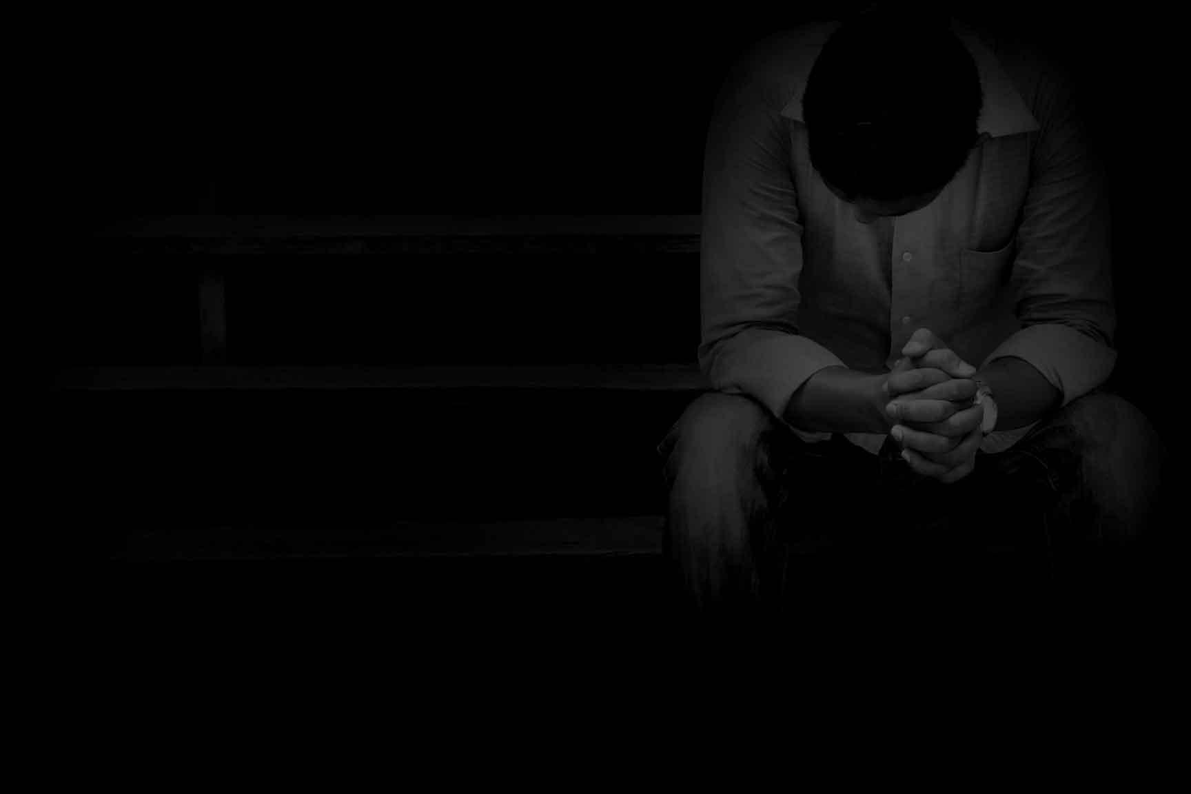Un homme désespéré, Traumatisme et pensées suicidaires